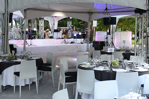 salle de reception-organisation d'evenements-organisation de mariage-organisation d'evenements d'entreprise-restaurant gastronomique a Nimes-location de salle-restaurant a Nimes-lieu de reception-contact Mas Merlet-galerie